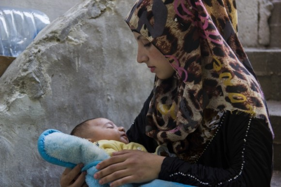 Syrian mother and child in Lebanon. © Tabitha Ross/CAFOD